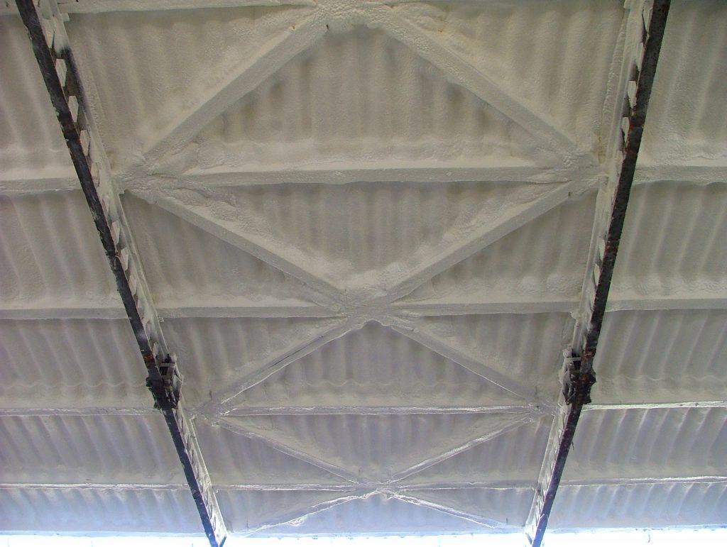 Hézagmentes tetőszigetelése purhabbal